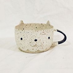 Sandy White Cat Mug is sold out!She is heading to Switzerland tomorrow, hope she would have a safe trip #陶 #陶芸 #陶芸品 #陶器 #原創 #手作#pottery #potter#ceramics#ceramica#craft#ceramique#thebakingcat#clay#handmade#stoneware#glaze#hkig#twig#vancouver#richmond#canada#cats#cat
