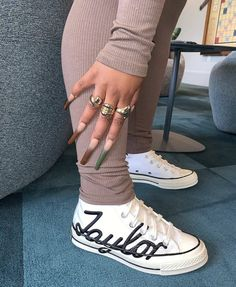 Converse, Fresh Shoes, Hype Shoes, Black Girl Fashion, Fashion Women, Women's Fashion, Fashion Outfits, Sneaker Heels, How To Pose
