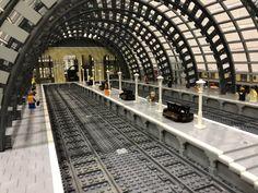 (6) Twitter Lego Train Station, Lego City Train, Lego Trains, Gare Lego, Lego Universe, Lego Boards, Lego Pictures, Lego Modular, Lego Design