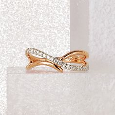 icomment_l (With images) Gold Jewelry Simple, Gold Rings Jewelry, Jewelery, Gold Ring Designs, Gold Jewellery Design, Unique Diamond Rings, Delicate Rings, Gold Finger Rings, Elegant Engagement Rings
