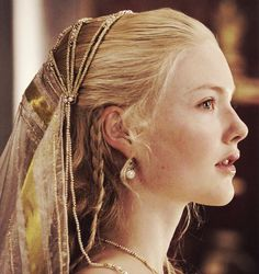Holliday Grainger- Lucrezia Borgia in The Borgias Lucrezia Borgia, The Borgias, Los Borgia, 3 People Costumes, Costumes For Women, Mode Renaissance, Renaissance Dresses, Belle Nana, Holliday Grainger