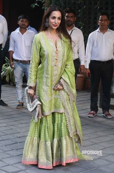 Indian Ethnic Wears Worn By Bollywood Actresses malaika-arora-indian-ethnic-wears Gharara Designs, Kurta Designs, Blouse Designs, Indian Attire, Indian Ethnic Wear, Ethnic Dress, Ethnic Style, Pakistani Dress Design, Pakistani Dresses