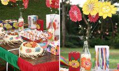 Mesa decoradaEnfeites de parafina, bandeja e chapéus com aplicações de flores deixaram a mesa da Luz Nativa ainda mais charmosa. Uma ideia legal: em uma garra branca, coloque pipocas e flores de papéis