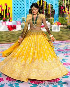 Chandni Chowk Lehenga Shops is a must visit if you are a budget bride. Whether you want to spend or 2 lakhs on your wedding lehenga, Chandni Chowk Lehenga Shops have something for every bride. Yellow Lehenga, Red Lehenga, Bridal Lehenga, Lehenga Choli, Bollywood Lehenga, Saree Gown, Indian Lehenga, Mehendi Outfits, Bridal Outfits