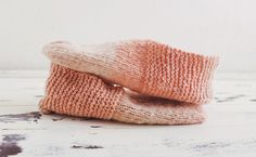 I& been watching the many Simple House Slippers projects tick in on Ravelry. I cannot even begin to describes how incredible it is to watch text I wrote Easy Knitting, Knitting Socks, Knitting Patterns, Crochet Patterns, Knitting Ideas, Knitted Slippers, Knitted Gloves, Seed Stitch Hat, Felt House