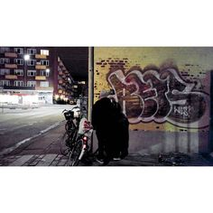 #CopenhagenThrowups #Reis from #HIRS & #WILS in action. #throwup #throwups #graffiti #graff #vandal #vandalism #danishgraffiti #danskgraffiti #graffiticopenhagen #copenhagengraffiti #bombing #ilovebombing by copenhagenthrowups