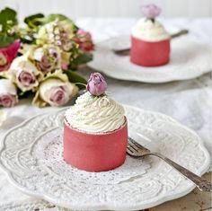 Läckra små prinsessbakelser med vaniljkräm och hallonsylt, precis som det ska vara.
