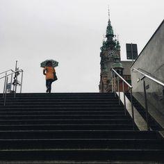 Jesiennie #rain  #rainyday #autumn #november #umbrella #gdansk #gdanskiekadry #ilovegdn #city_explore #citykillerz #citylife #cityinspiracje #streetlife #streetstyle #streetview #streetphoto #streetphotographer #urbanromantix #urbanstyle  #mobilnytydzien105 #grupamobilni #minimal #minimalmood #fa_minimal