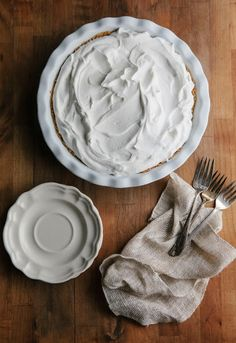 A recipe for passionfruit cream pie. Granada, Shortbread Pie Crust, Baking Powder Biscuits, Blackberry Crumble, Pastry Shells, Shortcrust Pastry, Fruit Pie, No Bake Pies, Sweet Tarts