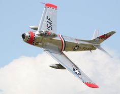 F-86 Sabre   (click here to open a new window with this photo in computer wallpaper format)