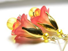 I looove lucite flowers! Hand dyed Papaya and Yellow Lucite Flower by judysmithdesigns Wire Jewelry, Jewelry Crafts, Beaded Jewelry, Jewelery, Lucite Flower Earrings, Bead Earrings, Flower Jewelry, Earrings Handmade, Handmade Jewelry