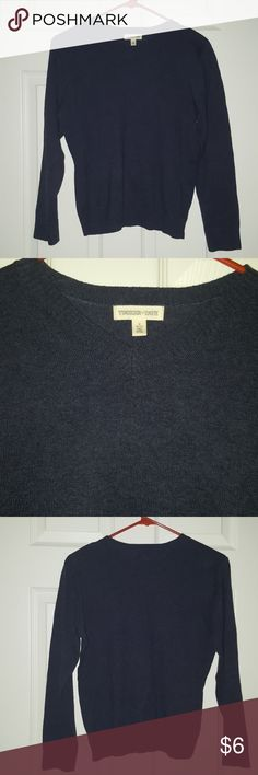 💛Tucker + Tate Light Knit V neck Sweater Tucker + Tate Light Knit V neck sweater Excellent condition Tucker + Tate Sweaters V-Necks