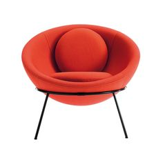 A bowl chair, desenhada por Lina Bo Bardi em 1951, passa a ser editada pela marca italiana Arper