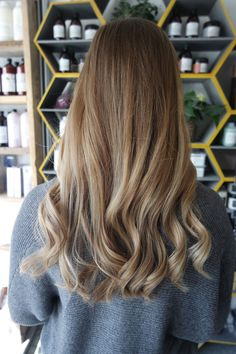 Stunning and seamless flamboyage result on client Nicola yesterday after her visit to Tiffany! Book online with us @ sdhair.co.uk/, or call the salon on 01179 502 402! #bristol #davines #davinescolour #balayage #ombre #ombrehair #flamboyage #goodsalonguide #blondehair #longhair #hairstyle #longhairstyle #blonde #blondebalayage #sdhairbristol