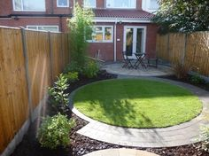1000 images about circular lawn and patio ideas on for Very small garden ideas
