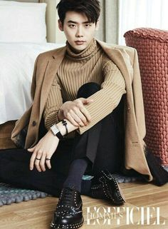 "Lee Jong-Suk 더블유 ""W - Two worlds"" Han Hyo-Joo 李鍾碩 -- Think you're classy? Lee Jong Suk showed true class in his recent pictorial with 'L'Officiel Hommes'!He dressed cozily in knit sweaters with… Jung Yong Hwa, Jung Suk, Park Hae Jin, Park Seo Joon, Park Hyung Sik, Lee Jong Suk, Lee Joon, Suwon, Lee Min Ho"
