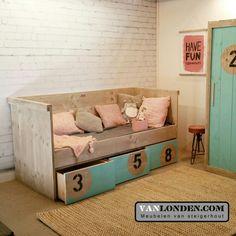 Bedbank van steigerhout en geverfde fronten ... www.vanlonden.com