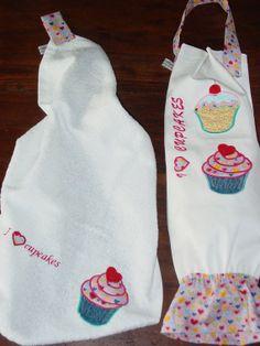 Porta Sacchetti e asciugamano in cotone ricamati di ArtistyleShop, €24,00