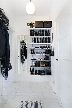 10 Attractive Open Closet Ideas For Advanced House Home Interior, Interior Design Living Room, Interior Decorating, Decoration Hall, Hallway Inspiration, Style Inspiration, Design Apartment, Design Furniture, My New Room