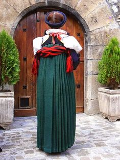 Hello all, Today I will return to Spain, to Aragon, province of Huesca, the valley of Ansó. Aragon is in the northeast of the co. Ukraine, Traditional Dresses, Barcelona, Regional, Costumes, Folk Clothing, Image, Beauty, Folk Art