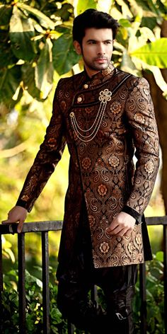 ways-to-wear-a-sherwani 20 Latest Style Wedding Sherwani For Men and Styling Ideas Wedding Dress Men, Wedding Wear, Wedding Suits, Farm Wedding, Wedding Couples, Trendy Wedding, Boho Wedding, Groom Outfit, Groom Dress