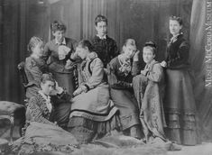 Young ladies of Notman's printing room, Miss Findlay's group, Montreal, QC, 1876, II-24323.1 © McCord Museum