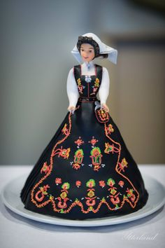 Cake(!) made by Toril Steinsvik Notø for Norways national day. The dress is a traditional norwegian bunad from Sunnmøre, Norway.