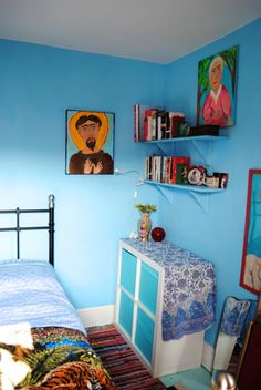 Artist Lally MacBeth's colourful Cornish home #interiordesign #artists #homes #retro #vintage #colorful #colourful #homedecor #bedroom #LallyMacBeth For more artists' homes visit www.ompomhappy.com