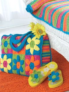 Flower Power Beach Bag | Yarn | Free Knitting Patterns | Crochet Patterns | Yarnspirations