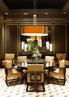 Curious? Access luxxu.net to find the best lighting inspirarions for your new dining room project! Luxury and still modern lighting and furniture