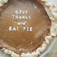 bellesandghosts:  ©anndesan Home made pumpkin pie by yours truly!  Happy Thanksgiving everyone! (Thanks @houselarsbuilt  for the idea)