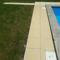 Pool curb: nice and clean Wooden Cabins, Roof Tiles, Paving Stones, Garden Fencing, Pavement, Store Fronts, Car Parking, Natural Stones, Concrete
