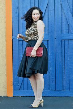 Wir lieben die Outfits von Tanesha Awasthi aus San Francisco! Auf ihrem Blog Girl with Curves stellt die Fashionista tolle Outfits und Tipps rund um Beauty-Themen vor. Der Street-Style im 50s-Look ist perfekt umgesetzt, zu dem schwingenden High-Waist-Rock von Mod Cloth trägt Tanesha ein Top mit Leo-Print von Forever 21. Abgerundet wird der Look durch die stylischen Two-Tone-Pumps.