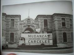 Carceles haciendo la mudanza de  la Carcel vieja 1981