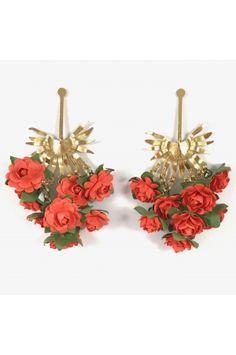 Aretes Racimo de palma coral Alejandra Valdivieso joyas Jewelry Design, Stud Earrings, Necklaces, Colombian Women, Fashion Trends, Jewels, Stud Earring