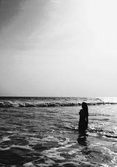 . Bio Instagram, Summer Photography, Creative Photography, Beach Humor, Beach Poses, Black And White Aesthetic, Surf City, Summer Feeling, Beach Day
