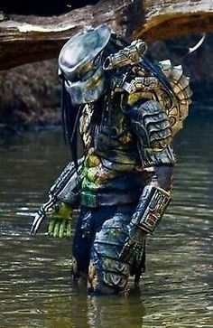 One of the most awesome movie characters ever created is Predator Predator Helmet, Predator Movie, Alien Vs Predator, Predator Cosplay, Wolf Predator, Fantasy Movies, Sci Fi Movies, Sci Fi Fantasy, Wolverine