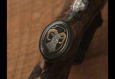 El rifle de oro y cristales Swaroski del rey de España