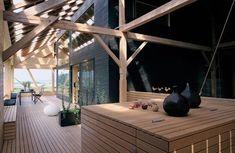 L'architecte Andrea Zech a conçu sa maison de 90 m2 au coeur d'une ancienne grange. #architecture #bois