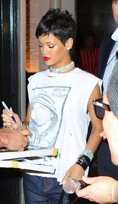 Rihanna pixie hair mtv vmas 2013