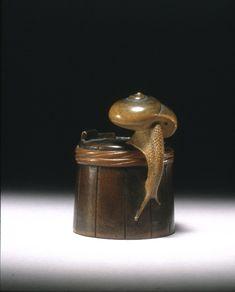 Shigemasa, Netsuke. Snail on tub. Made of wood.