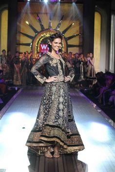 Indian Designer Ritu Kumar's Grand Finale at the WIFW SS 13