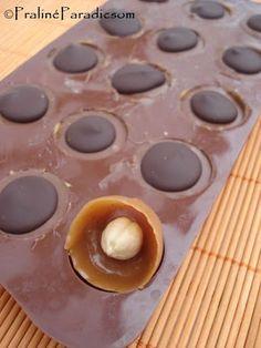 Házi Toffifee Candy Recipes, Sweet Recipes, Cookie Recipes, Yummy Treats, Sweet Treats, Christmas Candy Gifts, Burfi Recipe, Mini Foods, Sweet Cakes