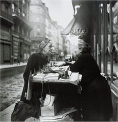 Conversation, Louis Stettner, Paris, 1952