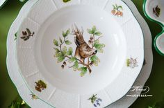 Soup plate for A traditional Herend tabletop. Traditional Dinnerware, Forest Plants, Soup Plating, Mocca, Elegant Table, Dinner Sets, Hunters, Pet Birds, Dinnerware Ideas