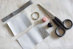Avaimenperät on aina syksyisin hukassa ja heijastimiakaan ei ole koskaan liikaa. Yhdistettiin avaimenperä ja heijastinkangas, joten avaimetkin... Diy And Crafts, Projects To Try, Ideas, Make Your Own