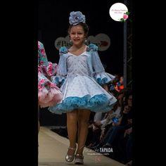 MODELO CARICIAS colección de #modaflamenca2017 #lagrimasnegras en la #pasarelaflamencajerez fotografia de #MaiteTapada para más información podéis preguntar a través de nuestras redes sociales, en nuestra tienda #delunaresyvolantes en C/ Cerrajería 11 #Sevilla teléfono 955 04 82 55 o en nuestro punto de venta en #andujar en Trajes Sevillanos Maribel en C/ Corredera de Capuchinos 13 #trajedeflamencainfantil #flamencainfantil #modaflamenca #modaandaluza #feria #romeria