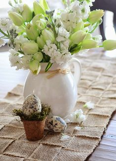 Craft this awesome DIY woven burlap and get busy with this fun loving spring project! This easy to make, and may be great to use all year round. It's pretty woven pattern and easy breezy burlap ribbon is perfect for spring. Must try this for your house.