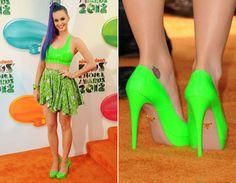 A diva gosta tanto de cores neon, que apostou no look verde limão no tapete laranja do Kid's Choice Awards 2012. Linda! <3