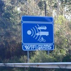 La policia de Colombia no quiere que perdamos la señal!! Signs, Instagram, Te Quiero, Colombia, Signage